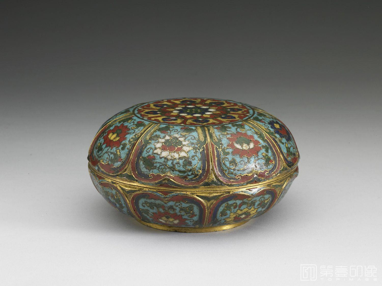 摄影-明-不详-明 景泰 公元1450-1456年 掐丝珐琅番莲纹盒-1-高6.3cm 口径12.4cm